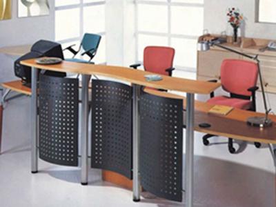 办公的桌子椅子